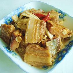 腊鱼腐竹烧五花肉的做法[图]