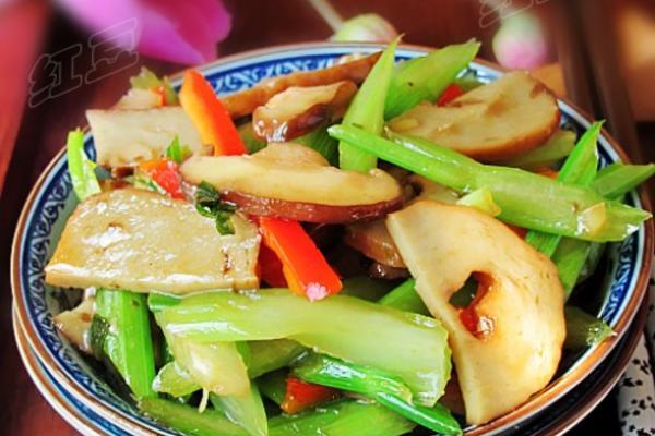 芹菜炒面筋