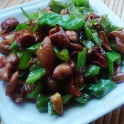 青椒炒肥肠的做法[图]
