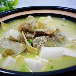 笋尖河蚌煲豆腐的做法[图]