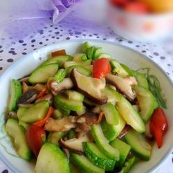 香菇炒西葫芦的做法[图]