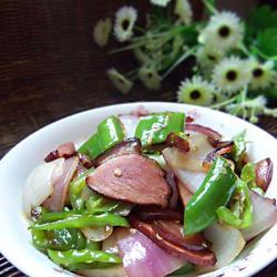 青椒洋葱炒腊肉的做法[图]