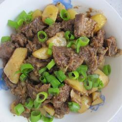 牛肉炖土豆的做法[图]