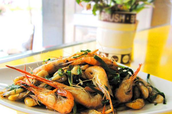 韭菜焖鲜河虾