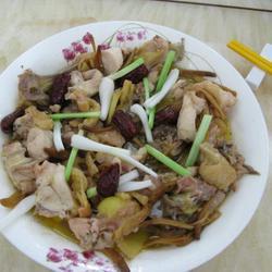 金针菜红枣蒸鸡的做法[图]