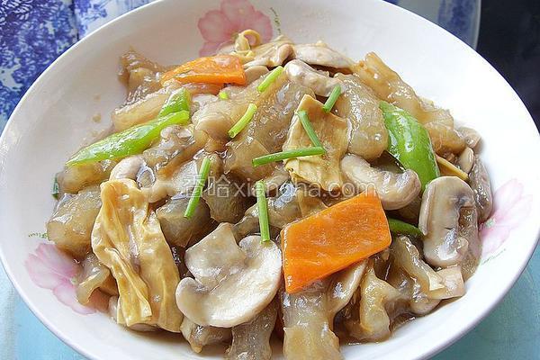 口蘑腐竹炒蹄筋