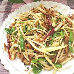 青椒茭白炒肉丝的做法[图]
