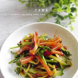 红油黄瓜拌耳丝的做法[图]