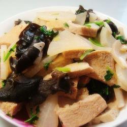 木耳烧豆腐的做法[图]