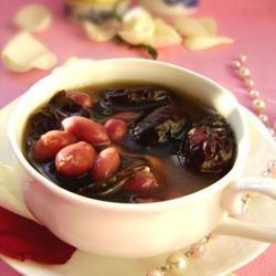 花生红枣养血汤的做法[图]
