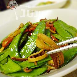 鱿鱼干炒荷兰豆的做法[图]