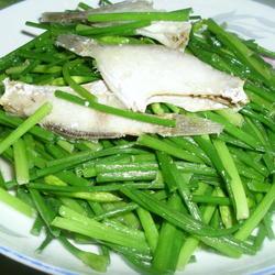 韭菜花炒剥皮鱼的做法[图]