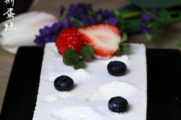 酸奶树莓慕斯蛋糕