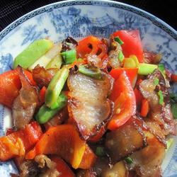 红椒炒腊五花肉的做法[图]