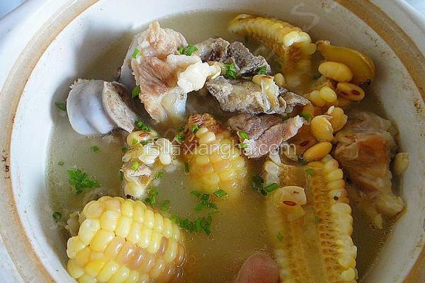 黄豆玉米炖蹄髈