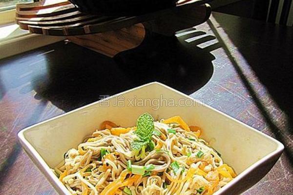 金针菇海蜇拌荞麦面