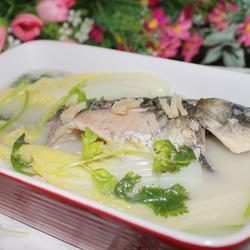 鲫鱼娃娃菜的做法[图]