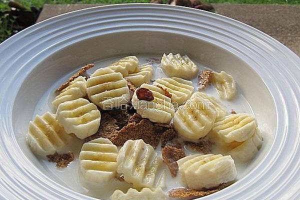 牛奶香蕉全谷糠麸