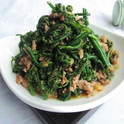 炒野生蕨菜的做法[图]
