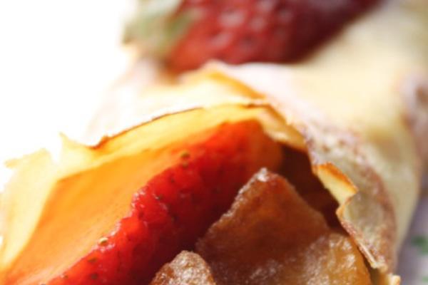 焦糖苹果草莓可丽饼