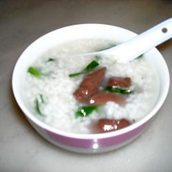 猪红韭菜粥的做法[图]