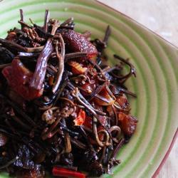 蕨菜干炒腊肉的做法[图]