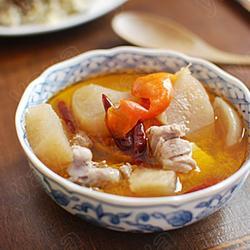 酸萝卜鸭腿汤的做法[图]