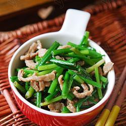 韭菜苔炒牛肉的做法[图]
