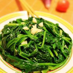 蒜蓉炒菠菜的做法[图]