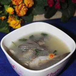 羊肝鲫鱼汤的做法[图]