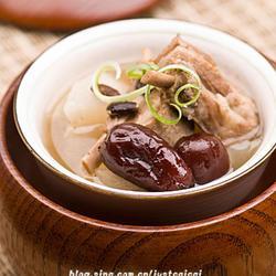 黑豆红枣萝卜羊排汤的做法[图]