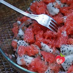 葡萄柚火龙果沙拉的做法[图]
