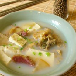 咸肉河蚌豆腐汤的做法[图]