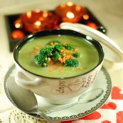 法式蒜香西兰花奶油汤的做法[图]