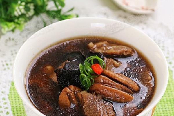 黄精胡桃牛肉汤