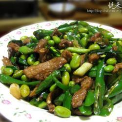 青豆尖椒炒牛肉的做法[图]