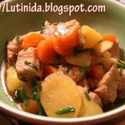 马铃薯红萝卜炖猪肉的做法[图]