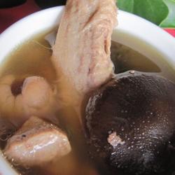 桂圆香菇鸭肉汤的做法[图]