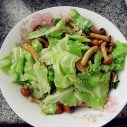 卷心菜炒滑子蘑的做法[图]