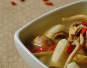 荸荠茶树菇老鸭汤