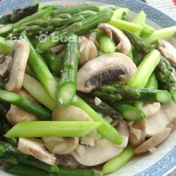 芦笋炒口蘑的做法[图]