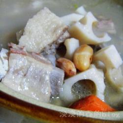 莲藕花生排骨汤的做法[图]