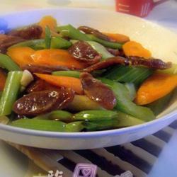 芹菜红萝卜炒腊肠的做法[图]