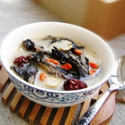 乌鸡红枣参汤的做法[图]