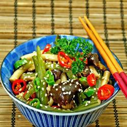 茶树菇拌裙带菜的做法[图]