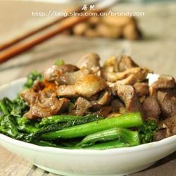 鸡杂猪油炒芥兰的做法[图]