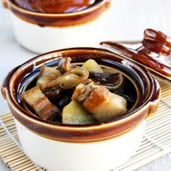 猪肉榛蘑炖土豆的做法[图]