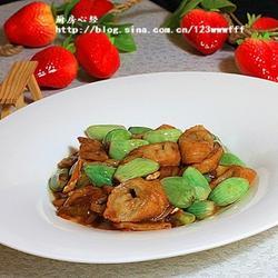 腊八蒜烧肥肠的做法[图]