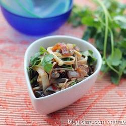 香辣金针菇拌蜇皮的做法[图]