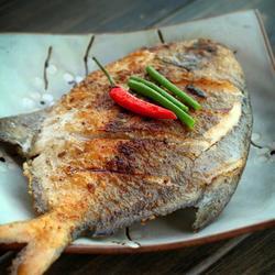 干煎椒盐鲳鱼的做法[图]